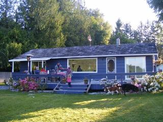 Lakeside Cottage at Shawnigan Lake (near Victoria,