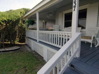 MoonSpinner Cottage- Huge Seaside Porch, Oceanfront-Amazing Location, Kure Beach