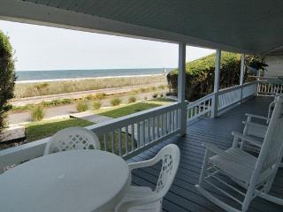 MoonSpinner Cottage- Huge Seaside Porch, Oceanfront-Amazing Location, Kure Beach