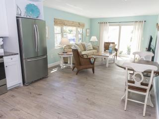 Siesta Key, Sarasota, One Bedroom, Steps to Beach.