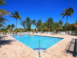 5th floor 3 bdr condo with Bay view, pool, dockage, Tavernier