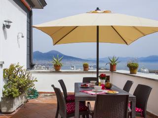 Bel apt avec grande terrasse vue exceptionnelle NA, Nápoles