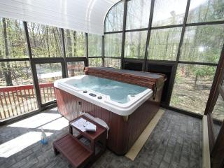 Water Front Pool Home W/Hot Tub & Air Hockey, East Stroudsburg