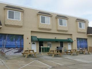 BRAND NEW VACATION TOWNHOUSE--SLEEPS 14!, Wildwood