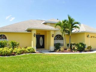Villa LuvnLife - the name says it all!!!, Cape Coral