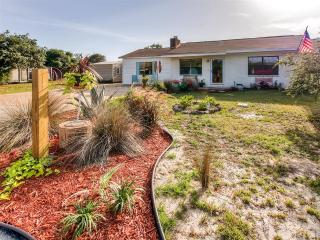 Beachy 3BR Panama City Beach House w/Wifi, Fenced-In Yard & Private Separate Efficiency Unit - Prime Location Near the Gulf of Mexico! Walk to the Beach, Restaurants, Pier Park & More!, Laguna Beach