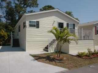 2 Bedroom Cottage on Beautiful 55+ Resort!, Fort Myers