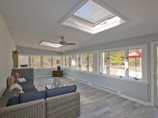 Beach House In Wine Country; Huge Sun Room, Southold