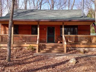 POCONOS LOG CABIN VACATION RENTAL, White Haven