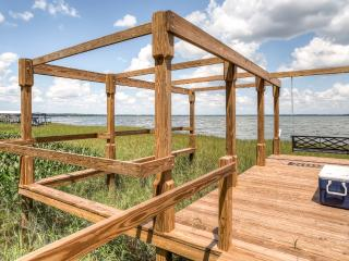 New Listing! Quiet 2BR Leesburg Lockoff Apartment w/Wifi, Private Balcony, Hot Tub & Boat Dock - Prime Lakefront Location, Only 1 Hour From Disney World!