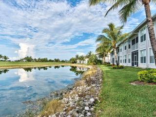 Near the 10th Fairway, 2 King Beds - 1,343 Sq ft, Napels