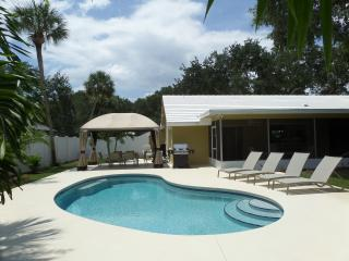 Island Living Two Blocks From The Ocean Beaches, Vero Beach