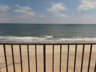 GOLDEN SURF 802  OCEANFRONT CONDO!, Ocean City
