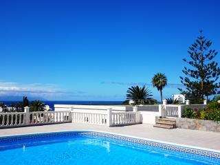 LOVELY & BRIGHT 2 BEDROOM APARTMENT, Los Gigantes