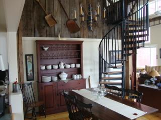 Beautifully Renovated and Furnished Post and Beam