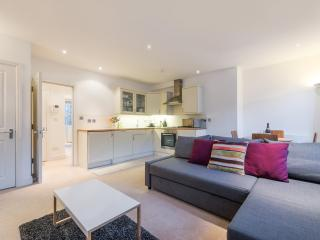 OXFORD STREET APARTMENT / 3 FOLEY