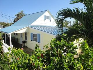 Restored Loyalist Cottage, incl golf cart, Man-O-War Cay