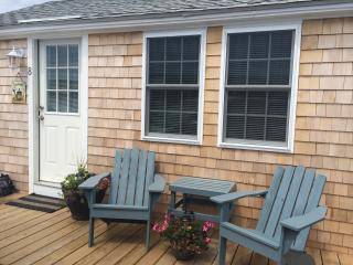 Renovated, Beachfront, Immaculate Cottage for 2, Truro