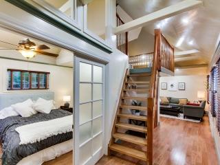 Beautiful Cottage Loft Nestled b/w Little Italy, San Diego