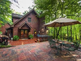 Buddy's Bungalow - Magical Creek Side Cabin!, Ellijay