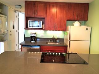 New, Remodeled 1 BR condo with Parking & views, Honolulu