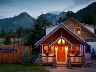 Custom Home with Magnificient Mountain Views, Leavenworth
