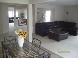 CHARLOTTE VACATION HOME Sleeps 20. 4000 sq.ft NASCAR, UNCC, WATER PARK. 5BR/3BA, Charlotte
