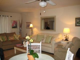 2018 remodel,Lighthouse Pt. Beachfront complex!No booking fee!2 BR, 2 BA,2 pools