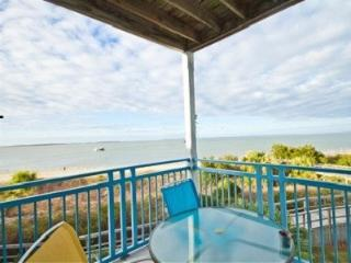 Beachfront Heaven! Exquisite water views! Corner!, Tybee Island
