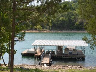 Lake Front Log Cabin with Boathouse Lake Tablerock, Branson