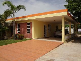 Lovely Home Just 3 Min. from Jobos De Playa Beach, Isabela