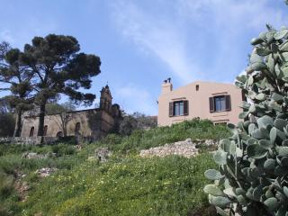 St George's Castle Villa, Peratata