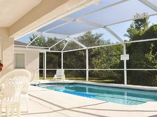 Most private backyard in Orlando! Minutes 2 Disney, Loughman