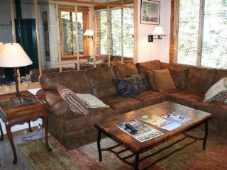 Amazing Remodeled Ski in/Ski out Northstar Condo, Truckee