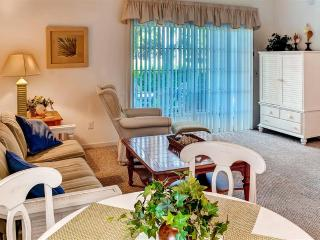 Enjoyable 2BR Sunset Beach Condo on Ground Level w/Wifi & Private Screened Porch Overlooking Golf Course - Easy Access to the Beach, Calabash, Myrtle Beach & More!