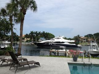 AWESOME INTRACOASTAL  w/ BOAT DOCK & HEATED POOL, North Palm Beach