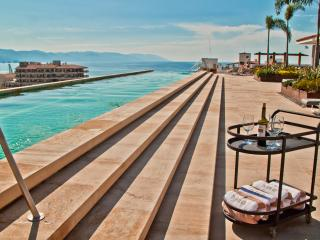 New Condo, Old Town-NearBeach-Largest rooftop pool, Puerto Vallarta