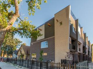 LUXURY TOWNHOME IN THE HEARTH OF DENVER, Denver