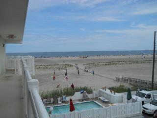 Beach Front, Top Floor, 2 BR Heated Pool, Wildwood Crest