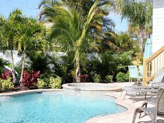 FALL SPECIAL - Sleeps 12 5 bed Heated Pool Spa, Holmes Beach
