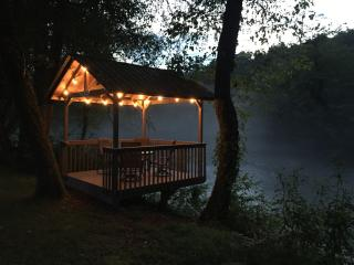 River Run Trout Chalet - Riverfront, Murphy