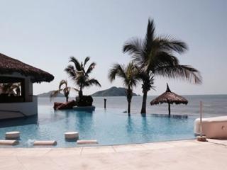 Paraiso Costa Bonita - Luxury Beach-front Condo, Mazatlan
