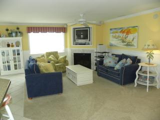 Beautifully Decorated 3 Bedroom 3 Bath Condo on Ocean Block with Pool