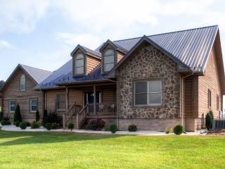 Elegantly Rustic 4BR Sugar Grove House w/Wifi, Private Patio, Gas Grill & Breathtaking Mountain Views - Easy Access to Endless Outdoor Activities!