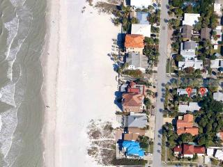 32 Steps to the Beach - Location  - Beach Access just across the Street