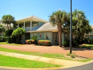 Adelas Bliss*Walk to Beach*Cute & Nice*Sleeps 8, Destin