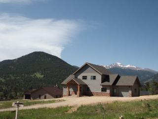 Gorgeous 3 BR, 2-1/2 bath home near High Drive, Estes Park