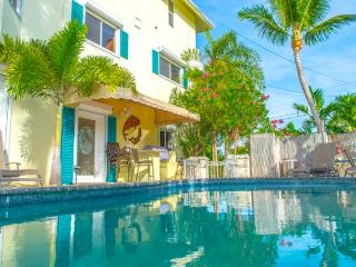 Huge Pool home with 60 foot of deep water dockage, Islamorada