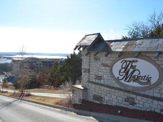 Majestic Condo on the Lake - Views and 3 nights!, Branson