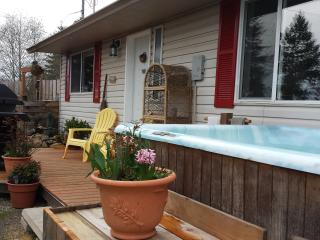 The Nook Cottage  HotTub/PetFriendly/Private, Sooke